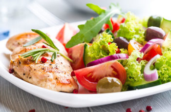 Alimentação saudável: benefícios e cuidados necessários